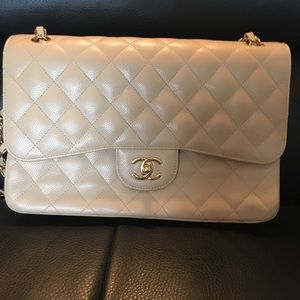 CHANEL Bags - CHANEL classic jumbo quilted double flap bag